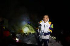Pino Bahari Bawa Obor Asian Games ke Puncak Gunung Ijen