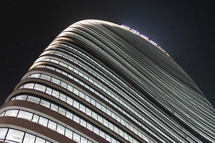 Sebagai daya tarik, Wangling SOHO juga dirancang dengan full cahaya lampu LEED. Pencahayaan itu berhasil merumuskan khas gedung bertingkat tinggi dengan tipologi yang tidak hanya dalam bentuk melengkung besar, tetapi juga dalam upaya keberlanjutan.