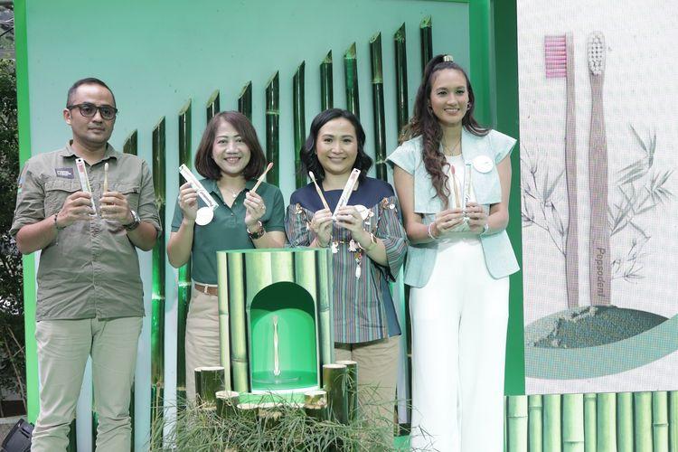 (Kiri-kanan) Didi Kaspi Kasim, Lilis Mulyawati, Fiona Anjani Foebe, dan Nadine Chandrawinata dalam peluncuran Pepsodent Natural Bamboo.