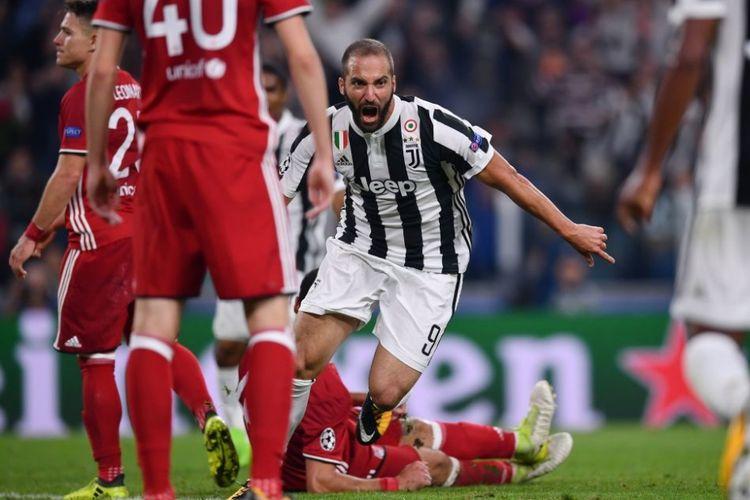 Gonzalo Higuain merayakan golnya setelah memecah kebuntuan Juventus pada pertandingan Liga Champions menghadapi Olympiacos di Stadion Allianz Arena Turin, Rabu (27/9/2017).