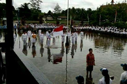 Paskibraka di Kapuas Hulu Upacara Bendera di Tengah Banjir