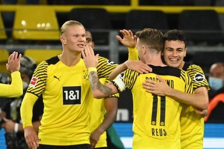 Pemain Borussia Dortmund Giovanni Reyna (kanan) merayakan gol ke gawang Hoffenheim pada laga lanjutan Bundesliga di Stadion Signal Iduna Park, Sabtu (28/8/2021) dini hari WIB.