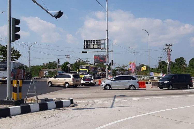 Suasana arus kendaraan yang keluar Exit tol Gandulan pemalang Jawa Tengah yang kembali ke pantura.