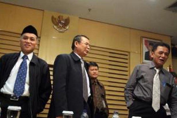 Chandra M Hamzah, Haryono Umar, Bibit Samad Rianto, dan M Jasin (kanan ke kiri) saat masih menjabat Pimpinan Komisi Pemberantasan Korupsi.