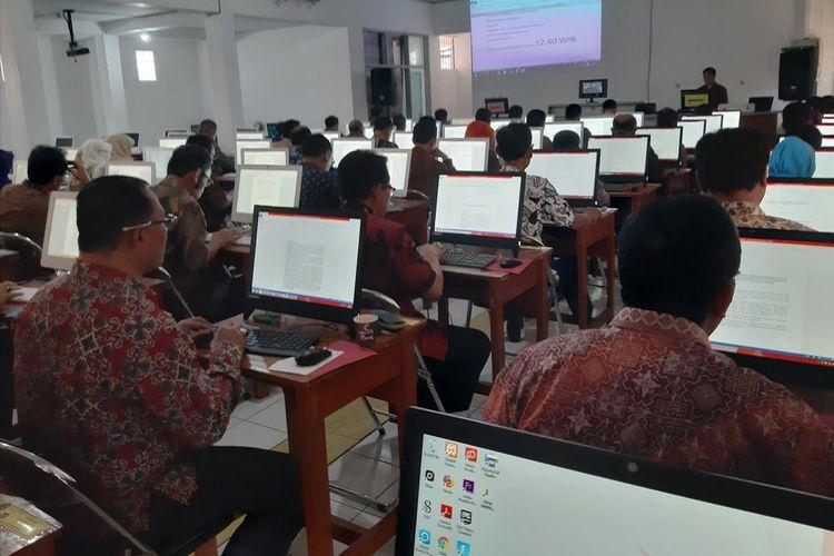 Sebanyak 51 pejabat ikuti tes tulis makalah open bidding di SMAN 1 Sumedang, Kamis (15/8/2019).