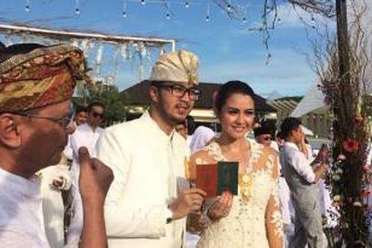 Rendy Aditya Gunawan dan Revalina Sayuti Temat resmi menikah di The Ritual, Uluwatu, Bali, Minggu (15/3/2015) sore.