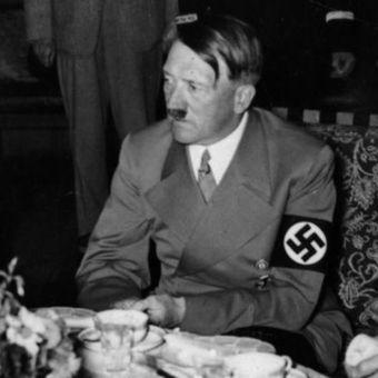 Ditaktor Jerman, Adlof Hitler, lebih memilih jamur, ketimbang sajian dari daging di akhir hidupnya. Selain itu, minyak biji rami dan kue menjadi santapannya di bunker Berlin. (Daily Mirror)