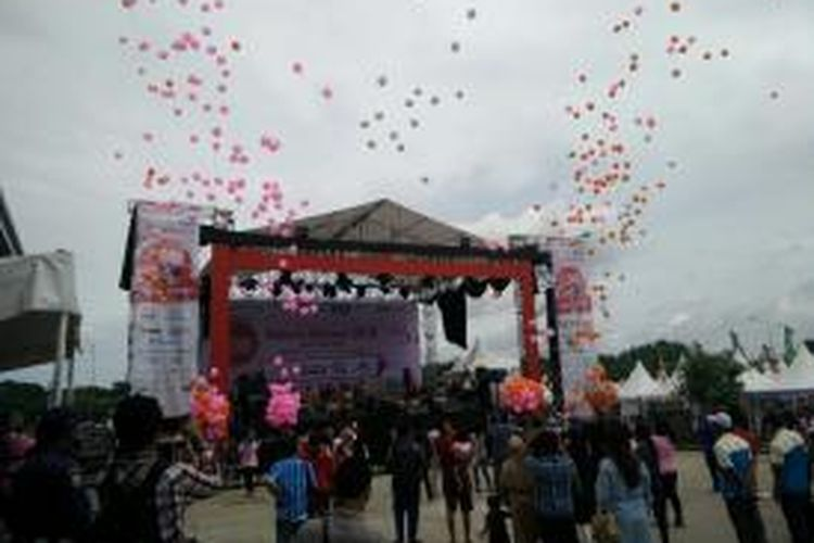 Festival Sakura Matsuri di Maxxbox Orange County, Cikarang, Bekasi, Sabtu (25/4/2015).