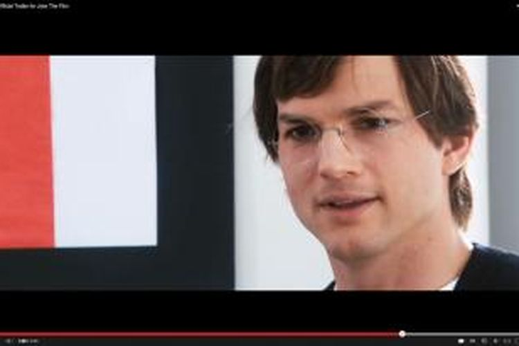 Aktor Ashton Kutcher berperan sebagai Steve Jobs dalam film