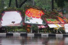 Aksi Buruh Usai, Papan Bunga untuk Ahok Rusak