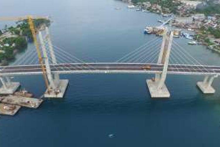 Jembatan Merah Putih diresmikan Presiden Republik Indonesia Joko Widodo (Jokowi), Senin (4/4/2016).