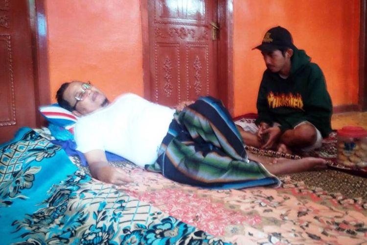 Seorang warga Kampung Cilumping, Desa Sukamulya, Kecamatan Warungkondang, Kabupaten Cianjur, Jawa Barat, tergolek tak berdaya terjangkit wabah chikungunya.