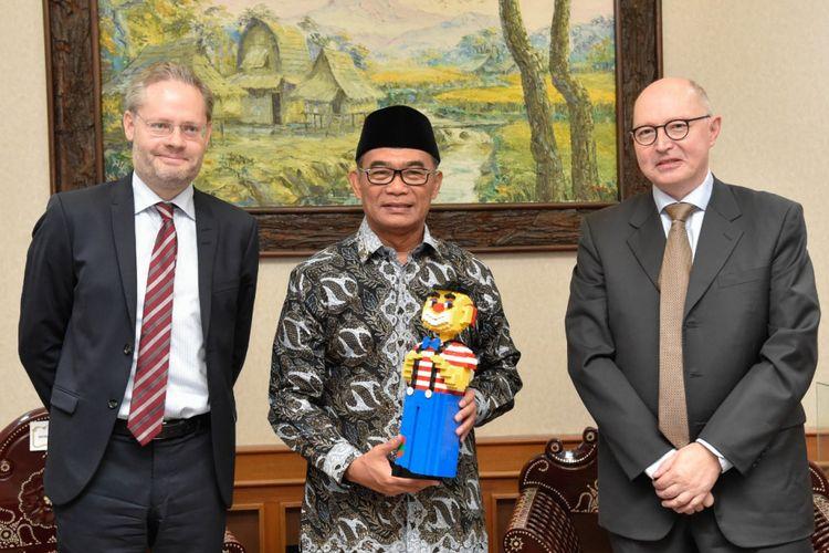 Kerja sama dalam kunjungan Duta Besar Denmark untuk Indonesia, Rasmus Abildgaard Kristensen, Rabu (13/11/2018), di Kantor Kementerian Pendidikan dan Kebudayaan, Jakarta.