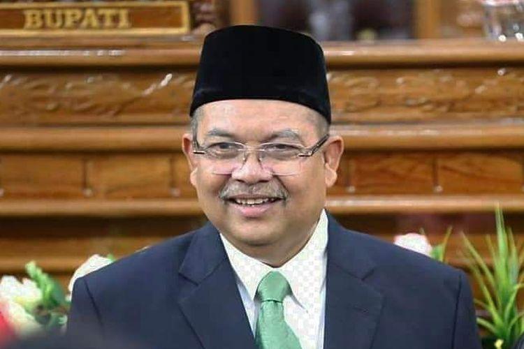 Bupati Kutai Timur Ismunandar dan istrinya Encek UR Firgasih Ketua DPRD Kutim.