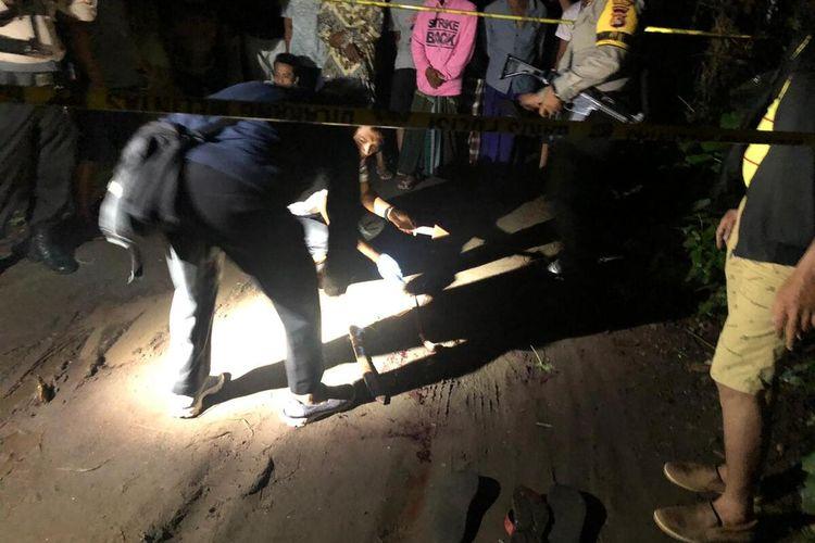 Kondisi jenazah korban penganiayaan keluarga asal Desa Babussalam, Lombok Barat saat dievakuasi Polisi.