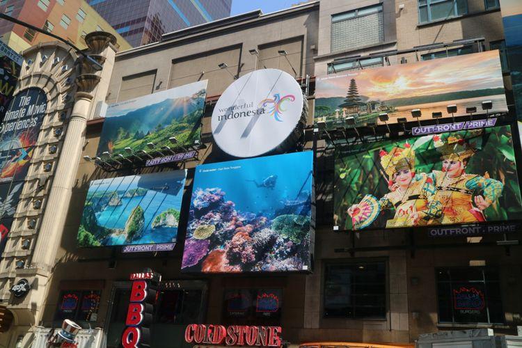 Sejumlah baliho sebagai sarana promosi pariwisata Indonesia terpasang di Times Square, Manhattan, kota New York, Amerika Serikat, Rabu (15/7/2018). Ini merupakan kali kedua Indonesia memasang media luar ruang di Times Square setelah pertama kali dilakukan pada Oktober 2017.