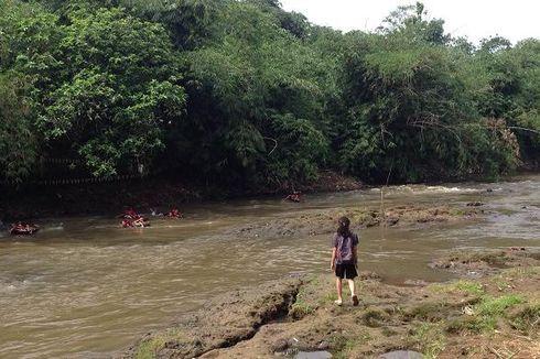 17 Agustus, Pengibaran Bendera Merah Putih di Sungai Ciliwung