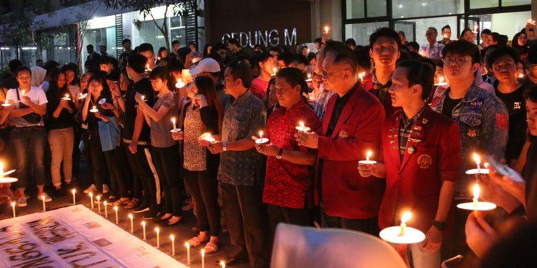 Doa bersama lintas agama dan aksi seribu lilin Untar sebagai bentuk simpati kepada korban bencana gempa dan tsunami di Palu, Donggala dan sekitarnya, Jumat (5/10/2018)