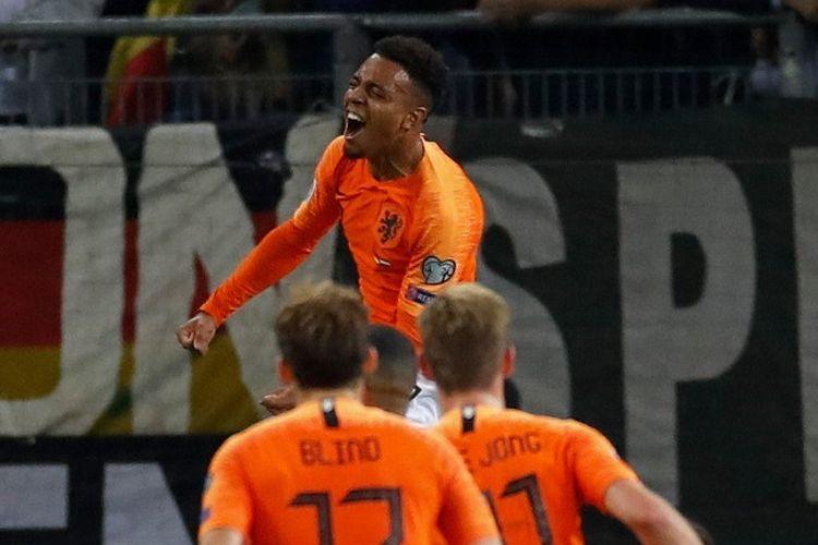 Kegembiraan Donyell Malen seusai mencetak gol pada pertandingan Jerman vs Belanda dalam kualifikasi Euro 2020 di Volksparkstadion, 6 September 2019.