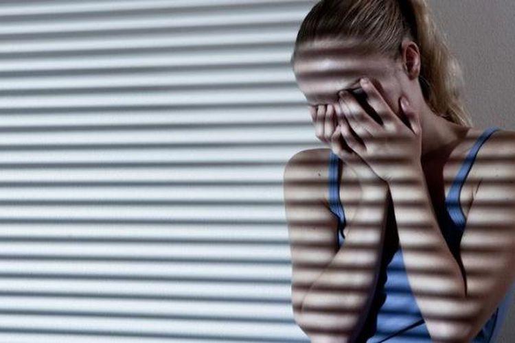 Ilustrasi perempuan sedih.