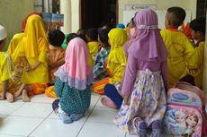 Tak Punya Kelas, Siswa PAUD Sekolah Master Belajar di Teras Masjid