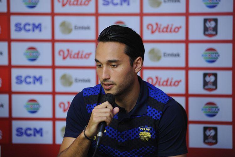 Penyerang Persib Bandung, Ezra Walian, dalam sesi konferensi pers jelang laga final leg pertama Piala Menpora 2021 melawan Persija Jakarta di Sleman, Rabu (21/4/2021).