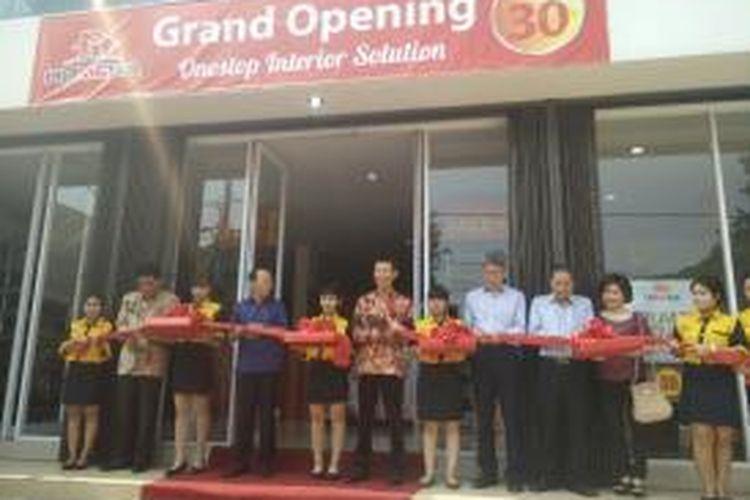 Peresmian toko material bangunan asal Tiongkok, Homega, di Pluit, Jakarta Utara, Sabtu (9/5/2015).