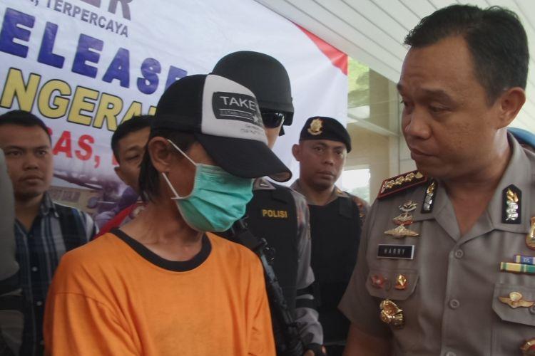 Sopir angkot sekaligus tersangka penabrak driver GrabBike di Tangerang pada Rabu (8/3/2017), SBH (22), diamankan polisi pada Jumat (10/3/2017). SBH tabrak driver GrabBike saat bentrok sopir angkot dengan ojek online hingga korban koma selama dua hari lebih.
