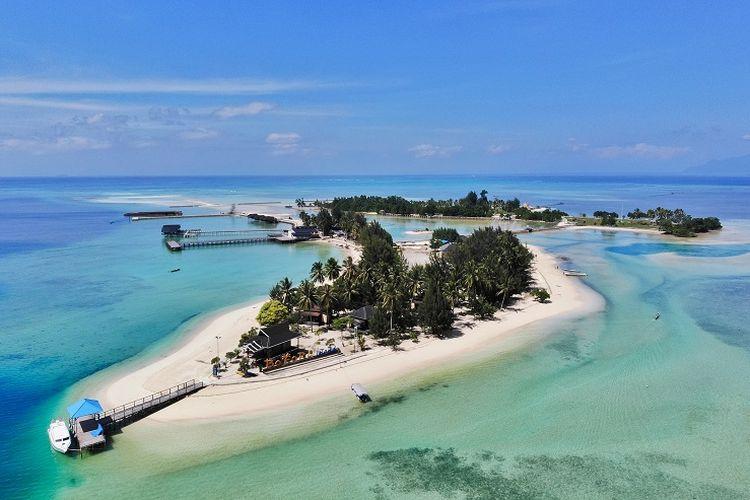 Tempat wisata bernama Pulau Bokori di Kabupaten Konawe, Sulawesi Tenggara.
