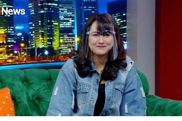 Happy Asmara menceritakan kisah perjalanan kariernya yang diawali dari penyanyi di acara-acara pernikahan di Jawa Timur.