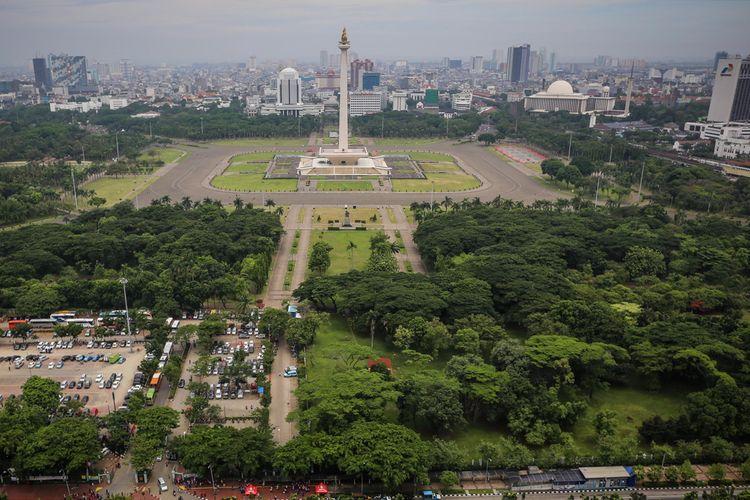 Pemandangan Monumen Nasional (Monas) dari lantai 24 di Perpustakaan Nasional di Jalan Medan Merdeka Selatan, Jakarta Pusat, Rabu (8/11/2017). Perpustakaan Nasional dengan total 24 lantai dan tiga ruang bawah tanah merupakan gedung perpustakaan tertinggi di dunia.