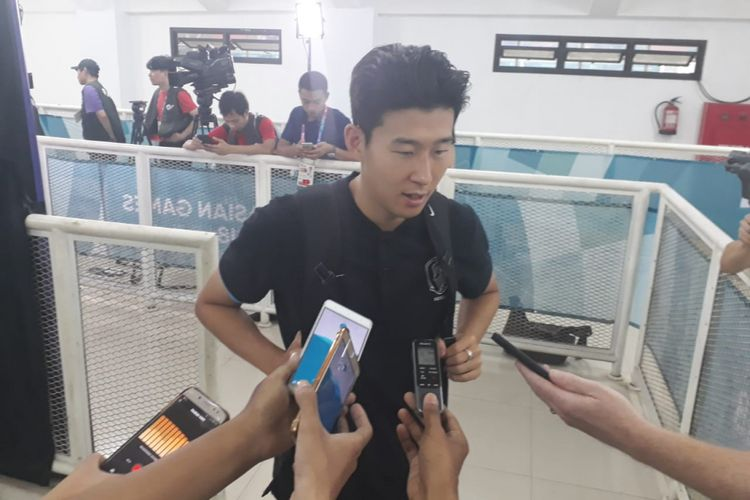 Pemain Korea Selatan yang juga bintang Tottenham Hotspur, Son Heung-min, saat ditemui di Stadion Pakansari, Cibinong, Bogor, Rabu (29/8/2018).