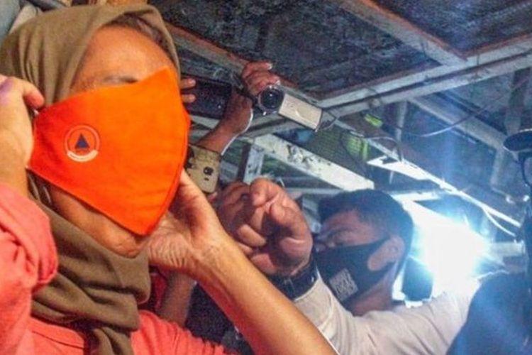Wali Kota Bogor Bima Arya (tengah) menegur pedagang untuk menggunakan masker dalam razia gabungan bersama TNI, Polri dan Satpol PP di Pasar CIawi, Kabupaten Bogor, Jawa Barat, Kamis (10/9/2020).