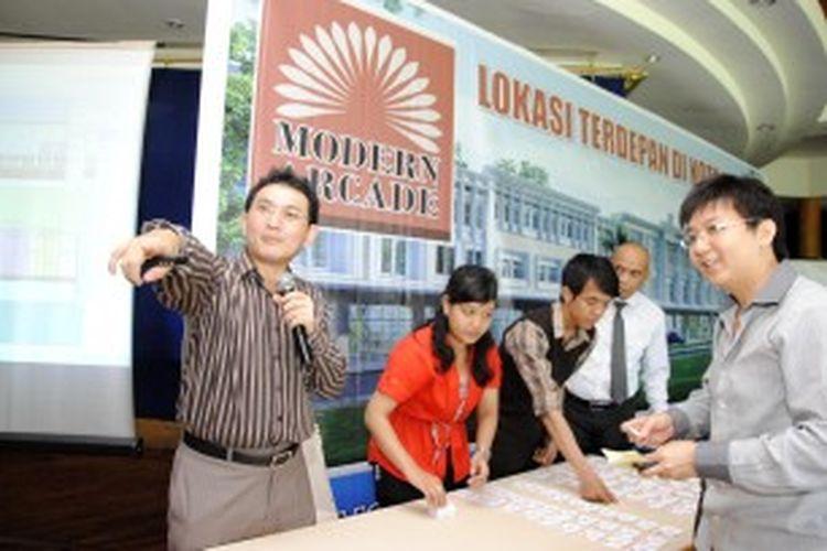 Andy K. Natanael, Direktur PT Modernland Realty Tbk, saat peluncuran properti komersial di perumahan Kota Modern, di Jl Jend. Sudirman, Kota Tangerang (Banten), Selasa (29/4/2013) silam.