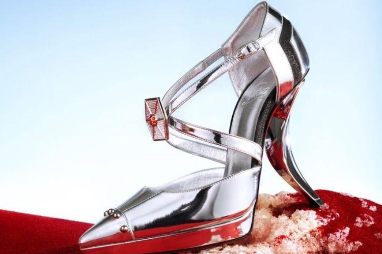 Sepatu Chritian Louboutin yang terinspirasi karakter Captain Pashma.