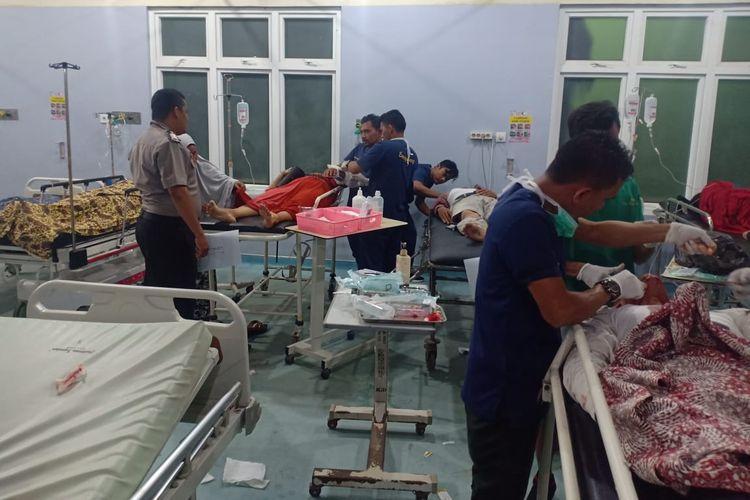 Korban tabrakan dirawat di Rumah Sakit Umum Cut Meutia, Aceh Utara, Minggu (13/10/2019)