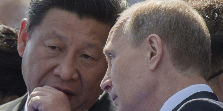 Presiden China Xi Jinping (kiri), dan Presiden Rusia Vladimir Putin.