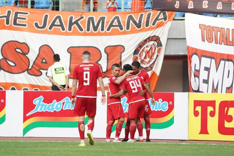Para pemain Persija Jakarta melakukan selebrasi setelah mencetak gol ke gawang lawan.