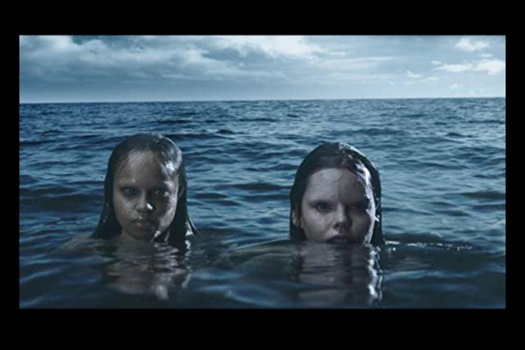 Eline Powell dan Millan Tesfazgi dalam serial Siren (2018-2020)