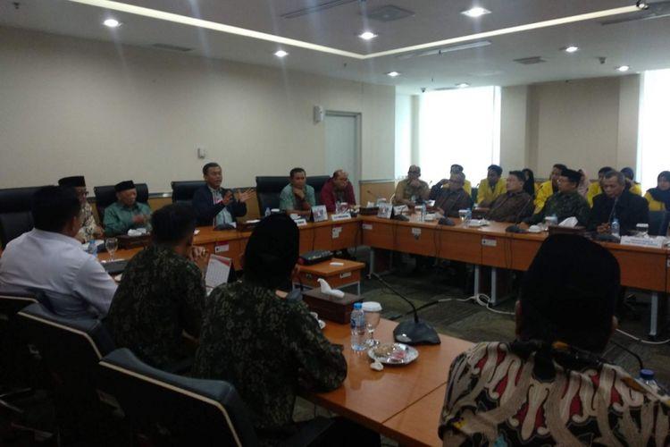 Pengurus Yayasan Al-Kamal Jakarta mengadu ke Ketua DPRD DKI Jakarta Prasetio Edi Marsudi terkait temuan gudang narkoba di salah satu gedung di kompleks pendidikan Al Kamal, Jakarta Barat, Selasa (22/1/2019).