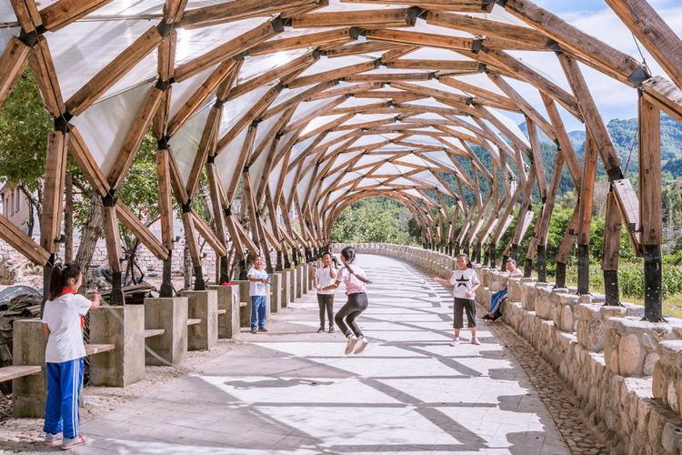Desain yang digunakan oleh studio ini mengaplikasikan konsep yang dikembangkan oleh seorang insinyur Amerika, Richard Buckminster Fuller.