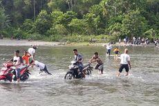 Demo Tuntut Pemekaran Bikin Trans Sulawesi Macet, Pengendara Nekat Seberangi Sungai