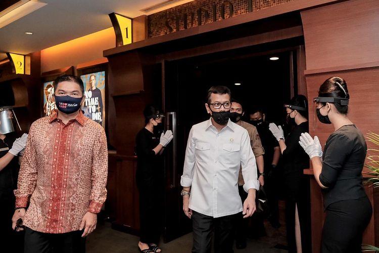 Wishnutama saat melakukan tinjauan ke bioskop di Plaza Senayan, Jakarta, Jumat (10/7/2020).