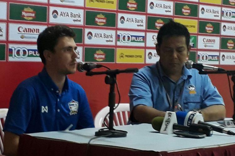 Marc Alavedra Palacios menjalani jumpa pers setelah Timnas U-19 Indonesia kalah dari Thailand pada semifinal Piala AFF U-18 2017 di Stadion Thuwunna, Yangon. Kamis (15/9/2017).