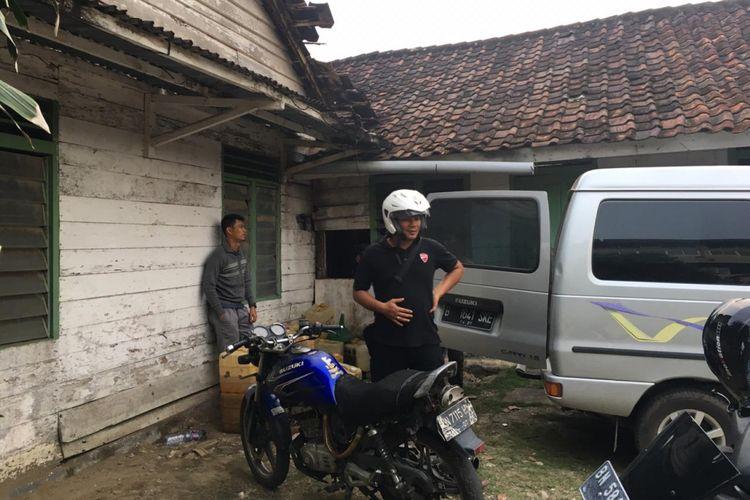 Rumah yang menjadi lokasi penimbunan BBM ilegal di Jalan Padat Karya, Pangkal Pinang, digerebek polisi.