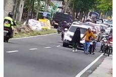Perempuan yang Berjalan Santai di Tengah Jalan Diduga Depresi, Polisi: Tak Kita Periksa