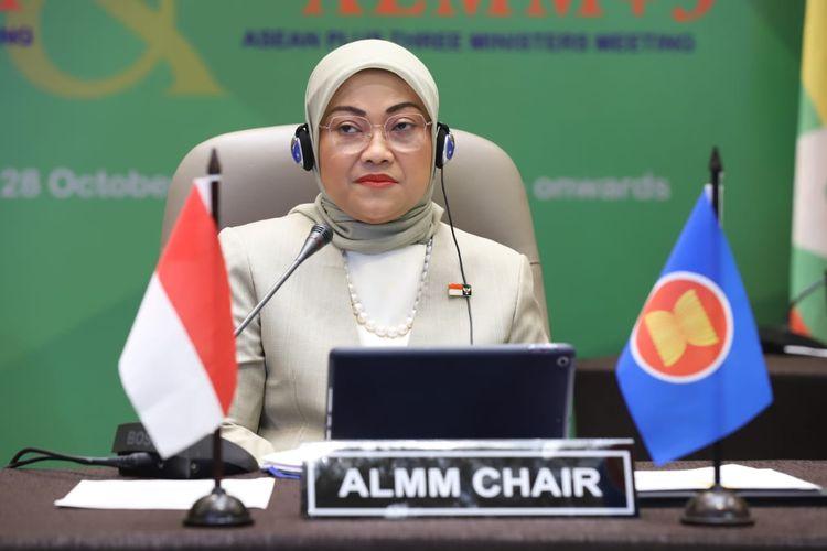 Menteri Ketenagakerjaan Ida Fauziyah mengikuti pertemuan tingkat Menaker se-ASEAN secara virtual, di Jakarta, Rabu (28/10/2020).