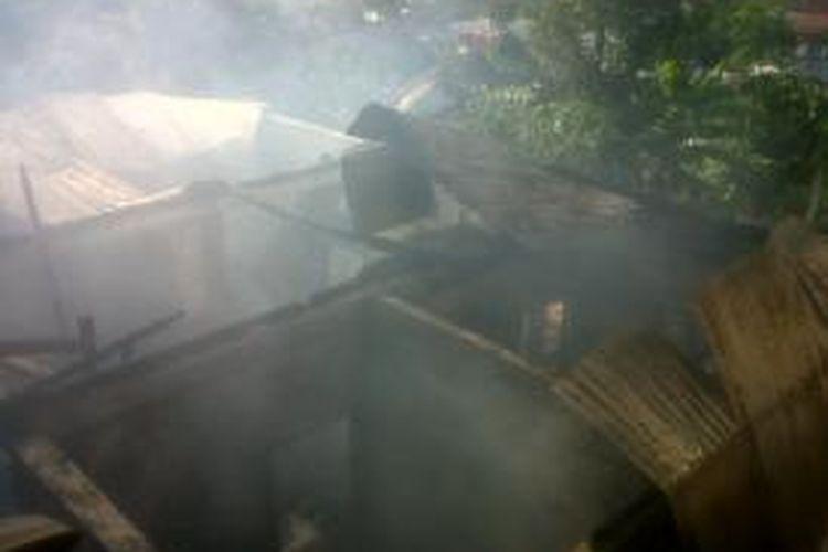 Sebuah rumah di Malalayang, Manado hangus terbakar akibat hubungan arus pendek listrik.