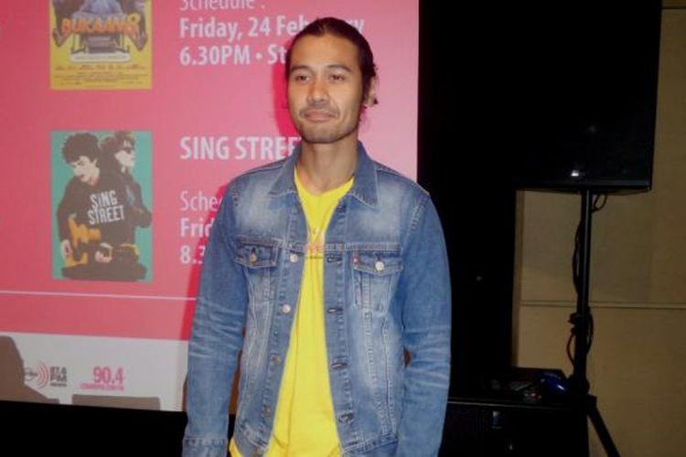Chicco Jerikho diabadikan usai menghadiri konferensi pers Plaza Indonesia Film Festival (PIFF) 2017 di XXI Plaza Indonesia, Jakarta Pusat, Rabu (22/2/2017) malam.