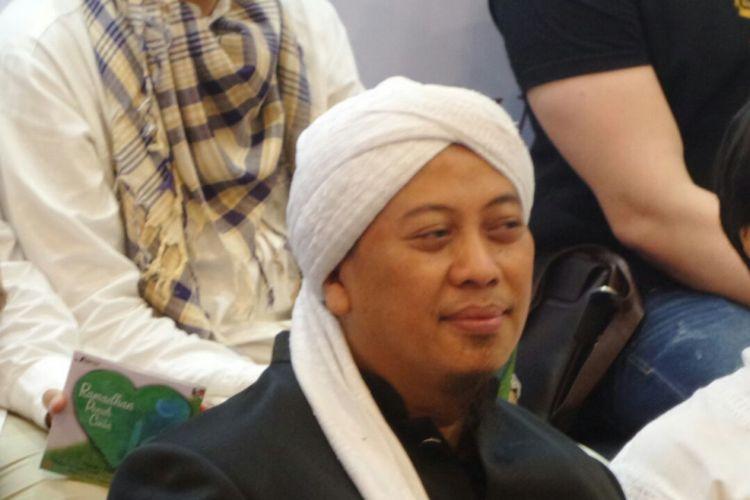 Opick menghadiri peluncuran album kompilasi berjudul Ramadhan Penuh Cinta di Kemang Raya, Jakarta Selatan, Jumat (4/5/2018).